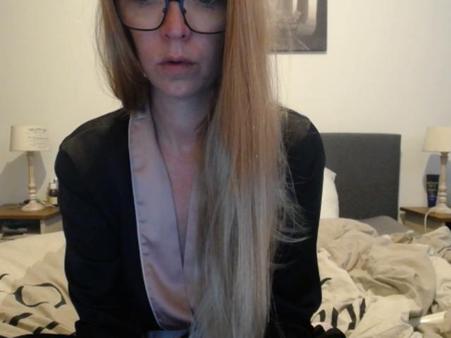 cam_naughty-femke